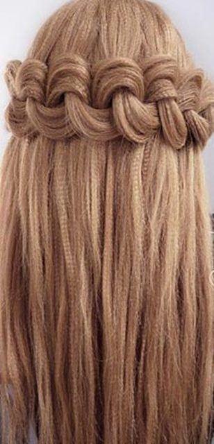 Укладка гофрированных волос с помощью плетения