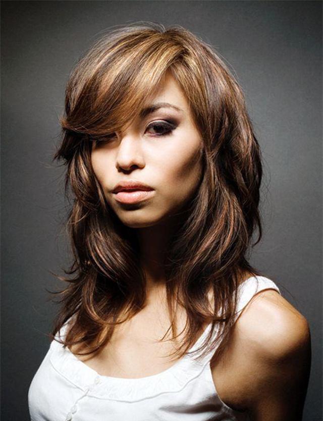 Обладательница волнистых волос