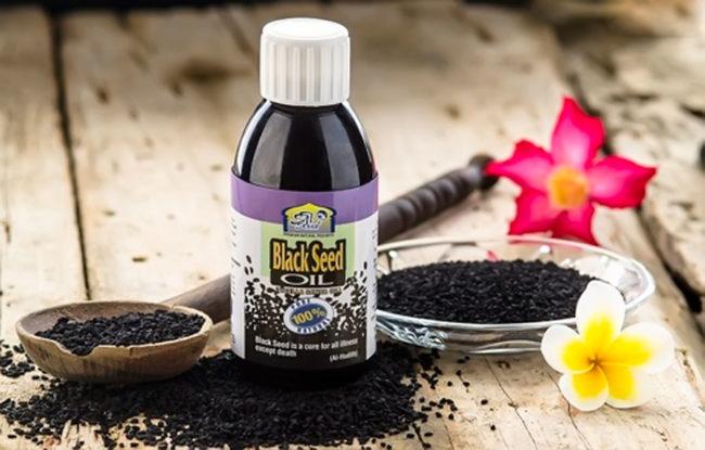 масло чёрного тмина в пузырьке, семена, цветки
