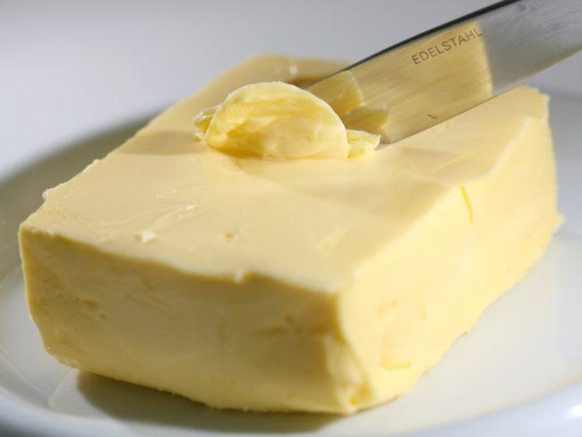 Сливочно масло и нож