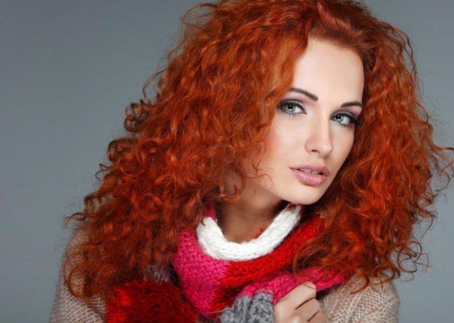 Рыжие волосы и чёрные брови