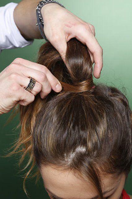 Маскируем резинку прядью своих волос